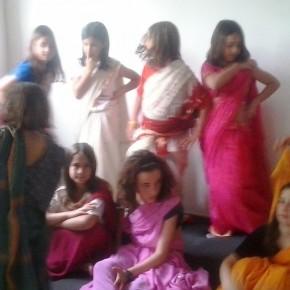 Gent De l'Índia a la Festa de la Mainada de Camallera. Xerrades i taller